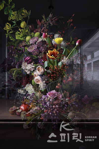 배준성, The Costume of Painter - Still Life with Flowers and Fruits, Lenticular, 160x120cm, 2018. [이미지=더트리니 갤러리]